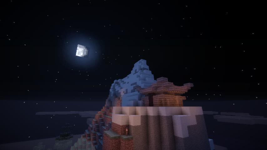 Un rayon de lune sur un mont enneigé